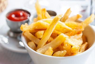 hranolčeky z fast foodu