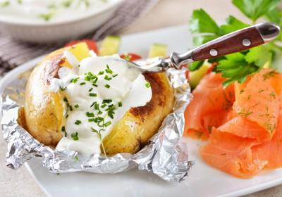 zemiaky s jogurtom a lososom